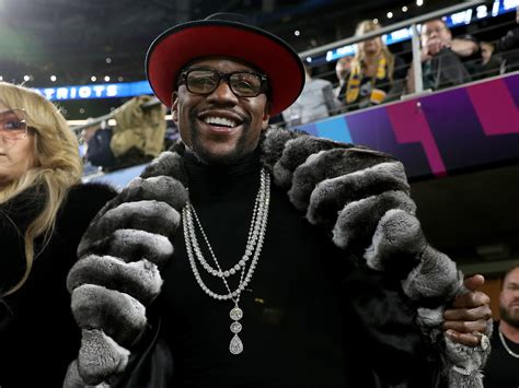Floyd Mayweather's Instagram shows him living his best