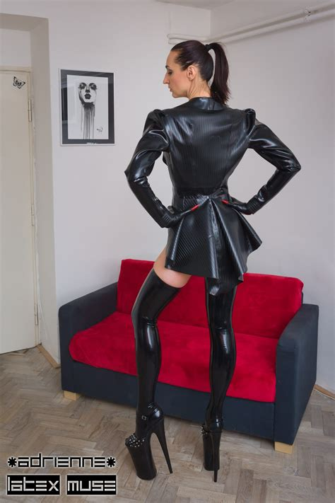 Exclusive heavy rubber jacket with textured surface – size
